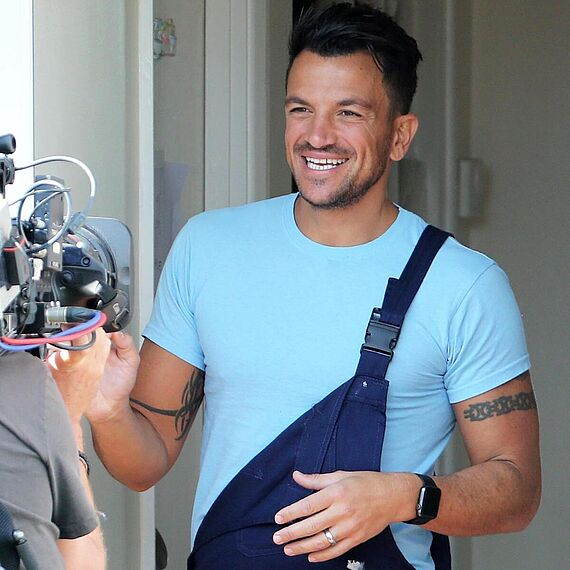 Peter Andre on set 60min