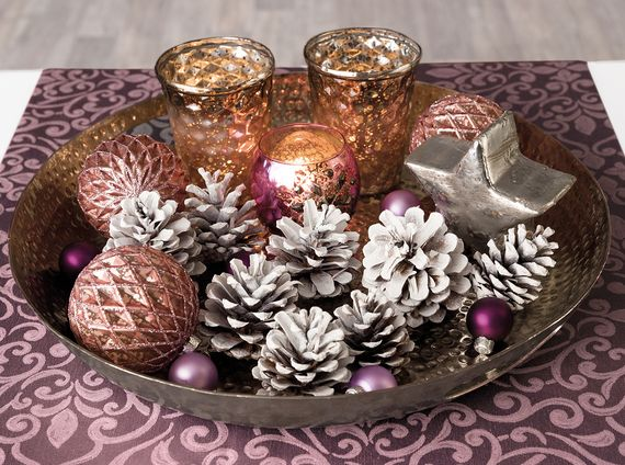 Wintry pine cones