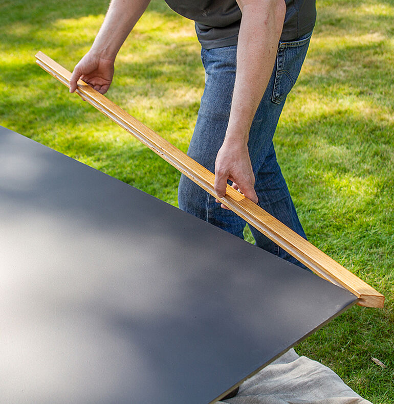 Assembling and mounting the chalkboard
