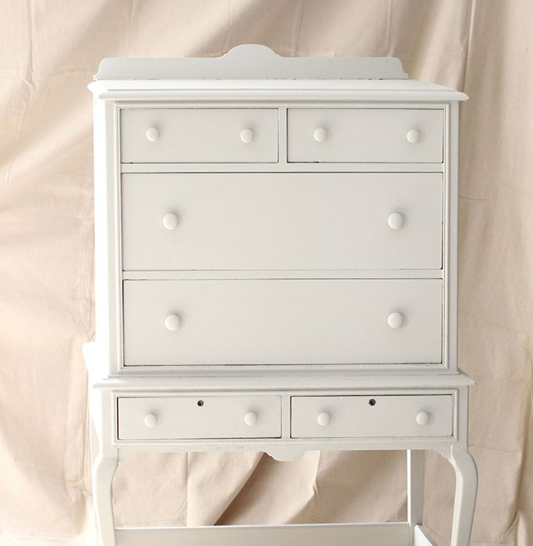 Choosing and preparing the piece of furniture